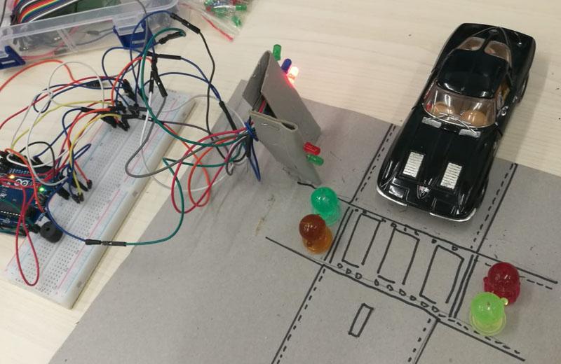 初中學生Arduino編程作品--全功能交通燈